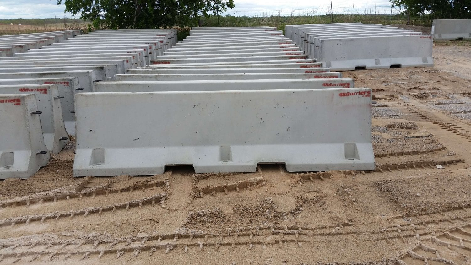 ′ concrete jersey barrier cement dividers