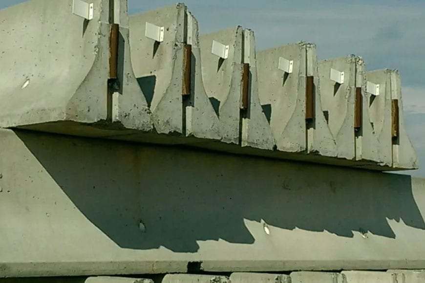 20' Used High Grade NJ & NY DOT Certified Concrete Jersey Barriers